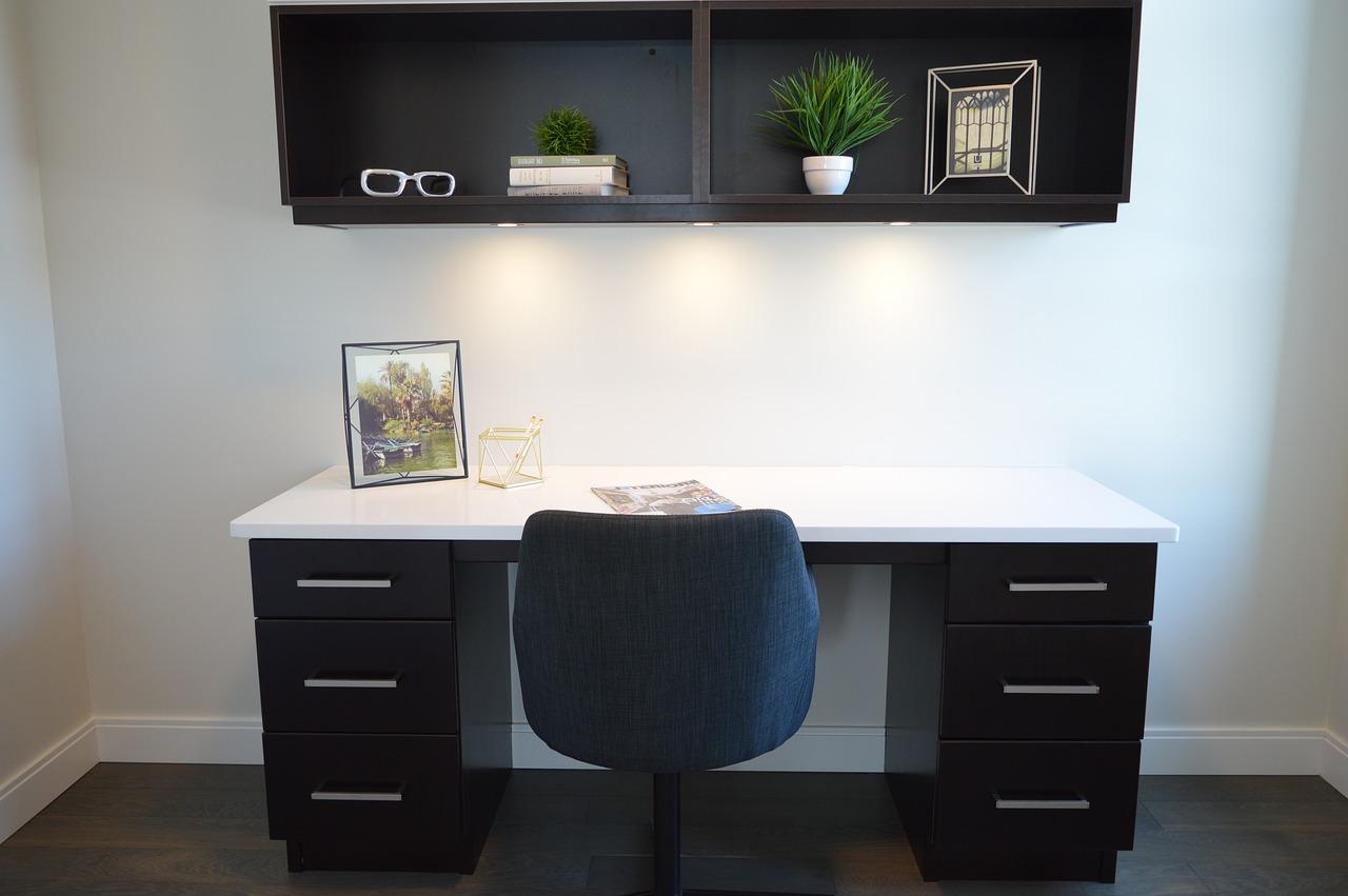 Krzesło eliot przy biurku