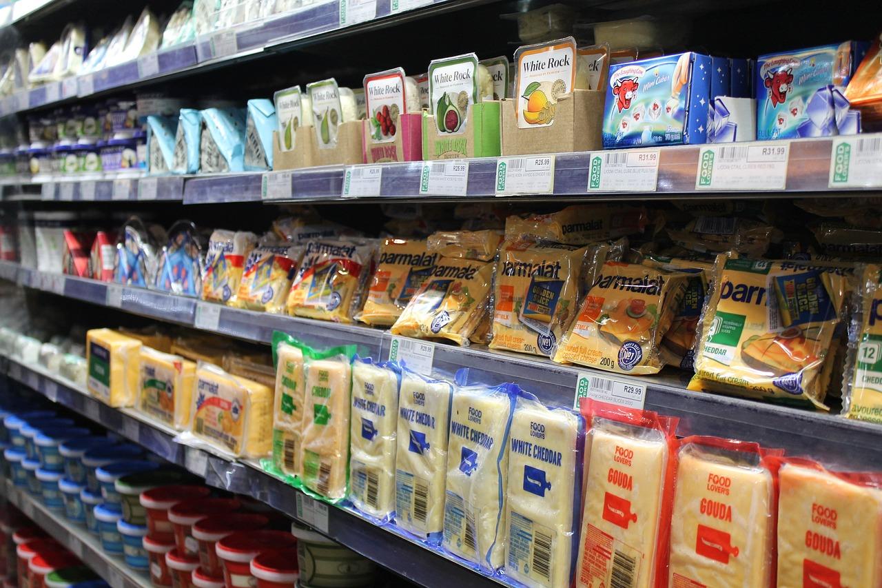 Niezbędne wyposażenie sklepów: regały sklepowe