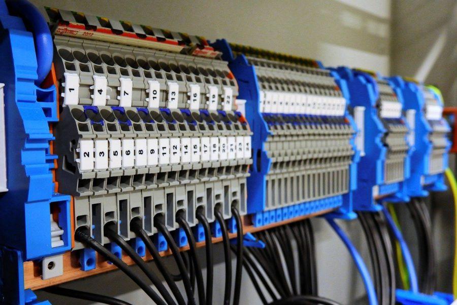 Czym się charakteryzuje dobry dystrybutor automatyki przemysłowej?